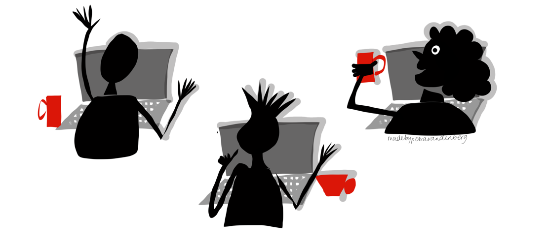 Drie mensen zitten achter computers met kopje koffie en communiceren met elkaar